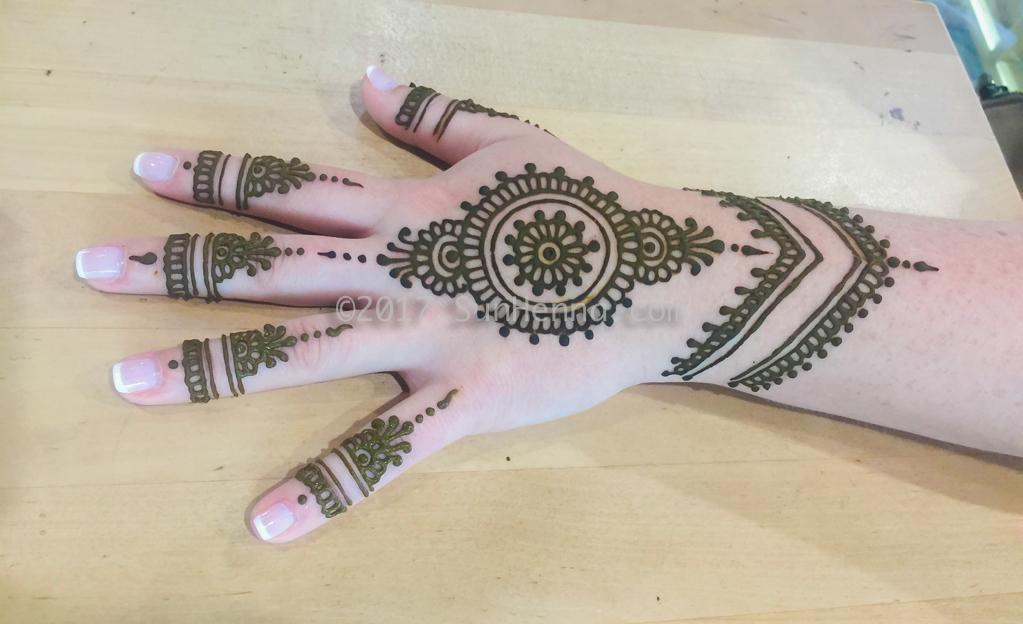 sun henna hand 5