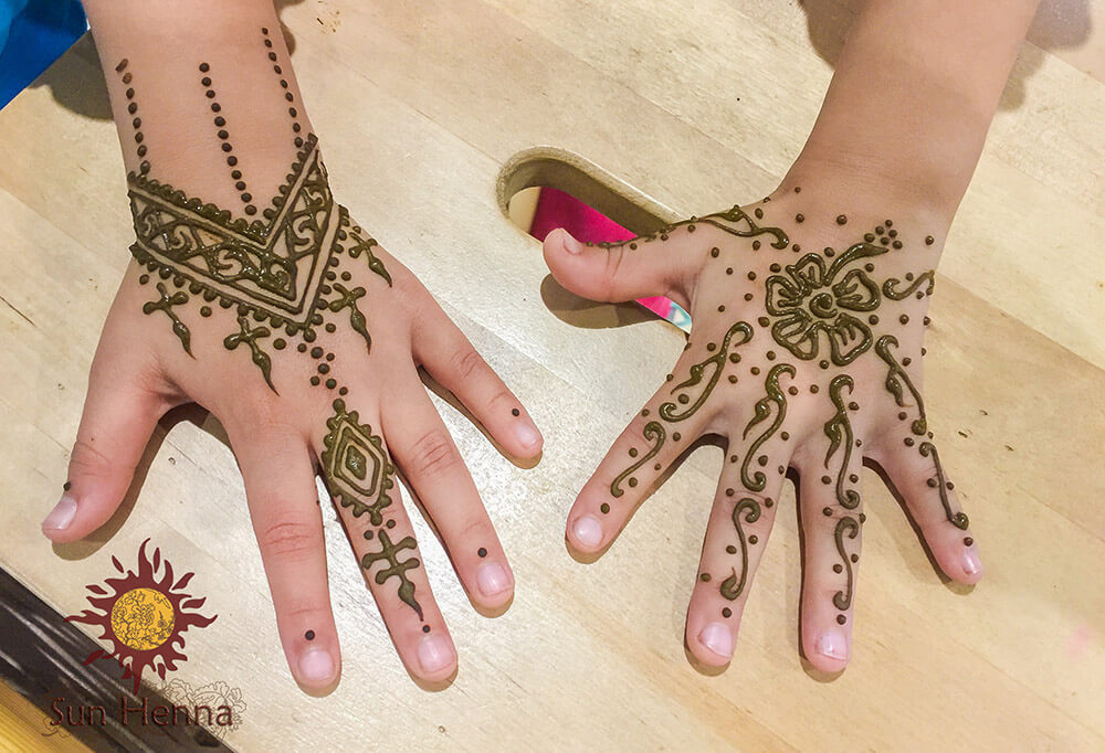 Hands Henna drawings